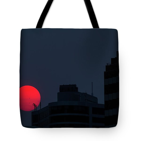 Sunset Over The City Of Portland Oregon Tote Bag