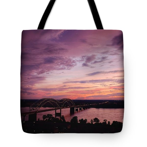 Sunset Over The I40 Bridge In Memphis Tennessee  Tote Bag