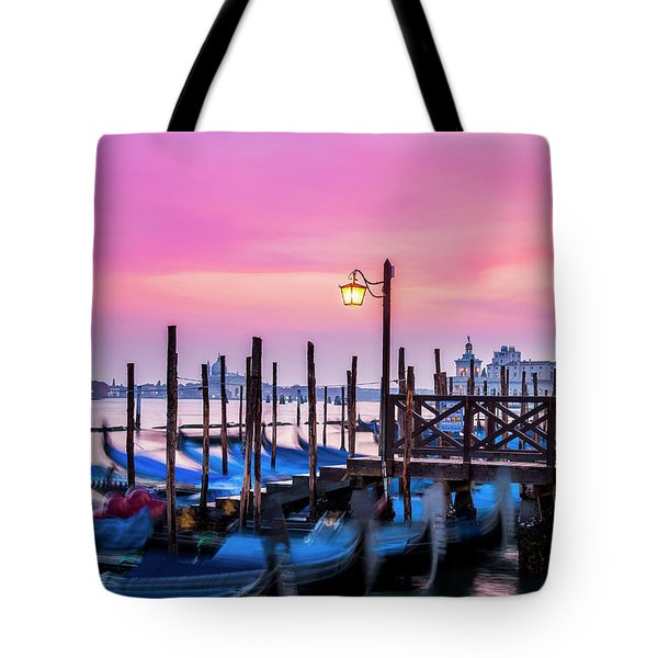 Tote Bag featuring the photograph Sunset Over Venice by Andrew Soundarajan