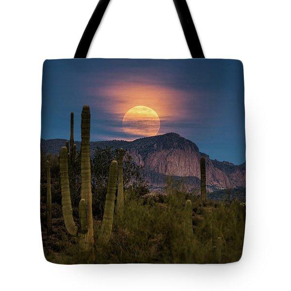 Super Moon 2018 - Wolf Moon  Tote Bag