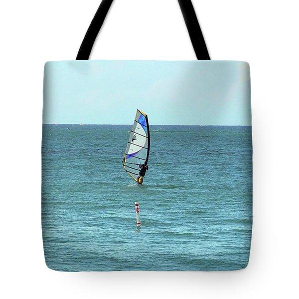 Surfing En Ocean Park Tote Bag