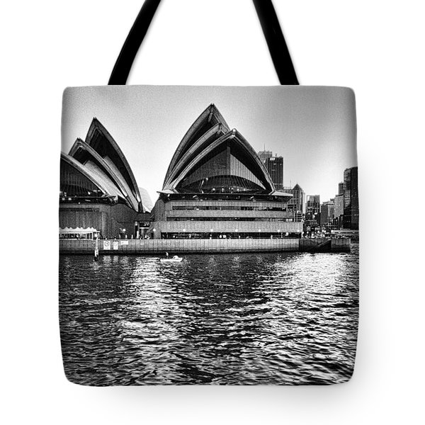 Sydney Opera House-black And White Tote Bag