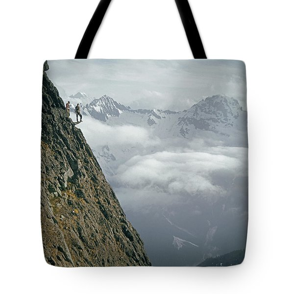 T-404101 Climbers On Sleese Mountain Tote Bag