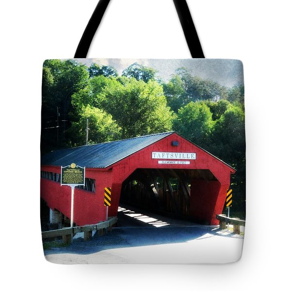 Tote Bag featuring the photograph Taftsville Covered Bridge by Robin Regan