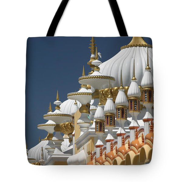 Taj Mahal Tote Bag by Living Color Photography Lorraine Lynch