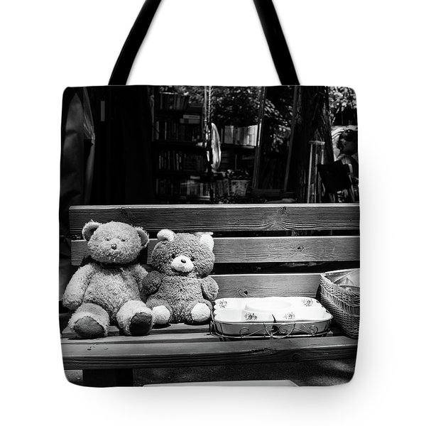 Teddy Bear Lovers On The Bench Tote Bag