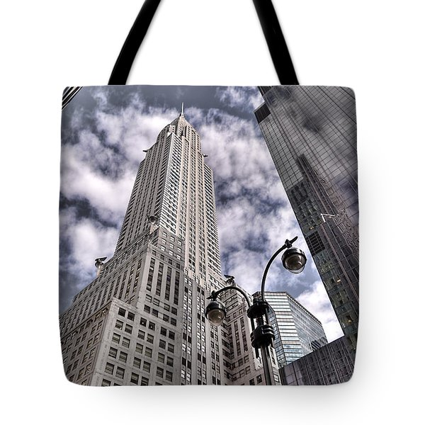 The Chrysler Building In Nyc Usa Tote Bag by Robert Ponzoni