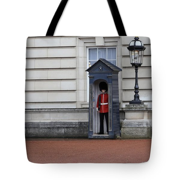 The Guard At Buckingham Palace Tote Bag