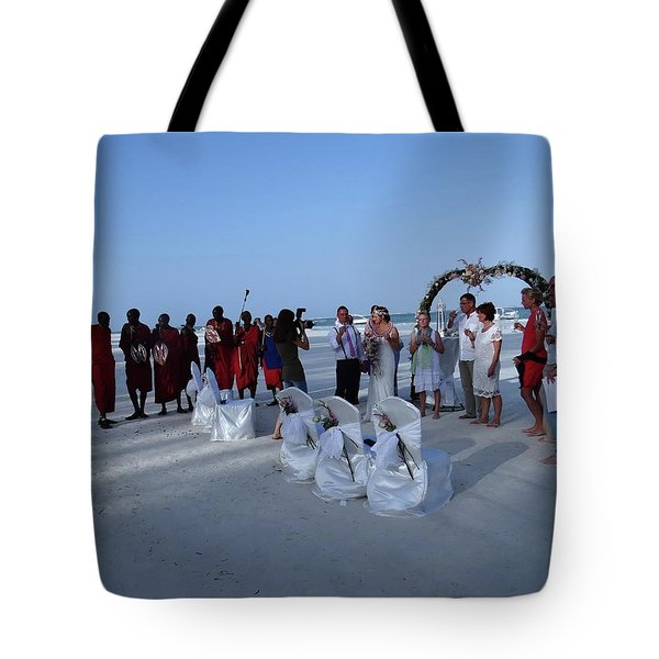 The Happy Couple - Married On The Beach Tote Bag