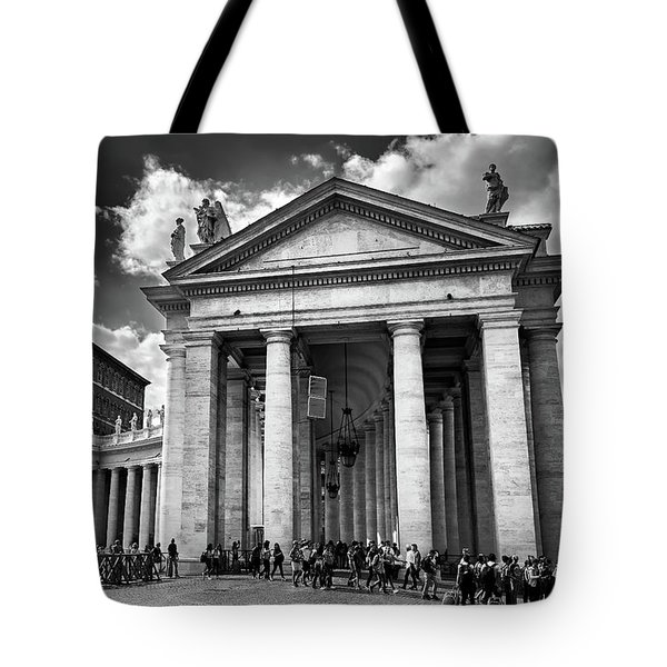 Tote Bag featuring the photograph The Tuscan Colonnades In The Vatican by Eduardo Jose Accorinti
