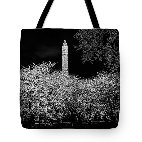 The Washington Monument At Night Tote Bag by Lois Bryan