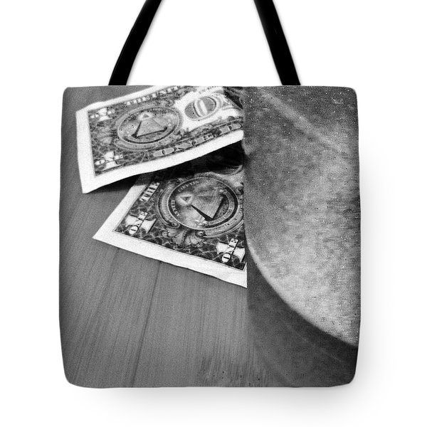Tip For A Draft Beer Tote Bag by WaLdEmAr BoRrErO