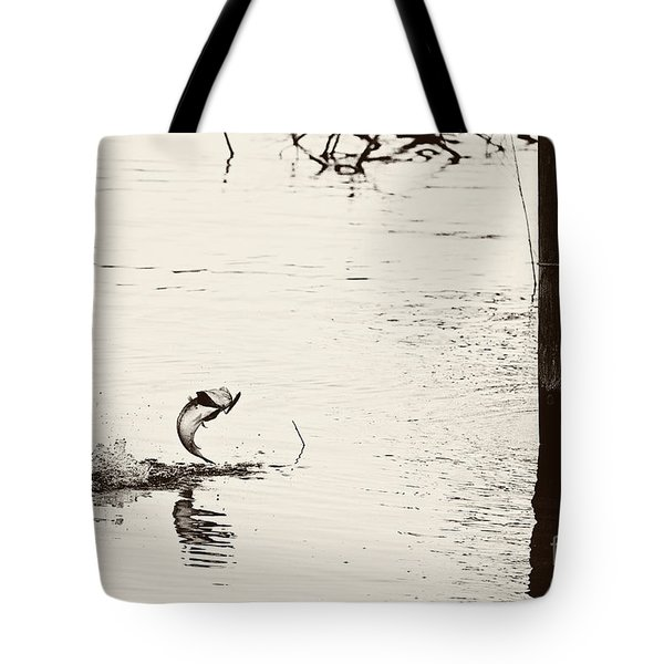 Top Water Explosion - Vintage Tone Tote Bag