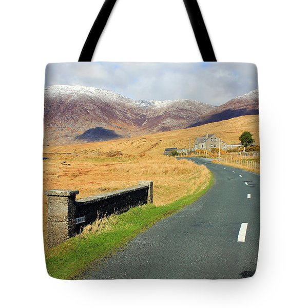 Towards The Mountain Tote Bag
