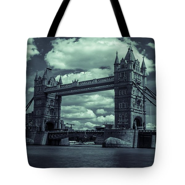 Tower Bridge Bw Tote Bag