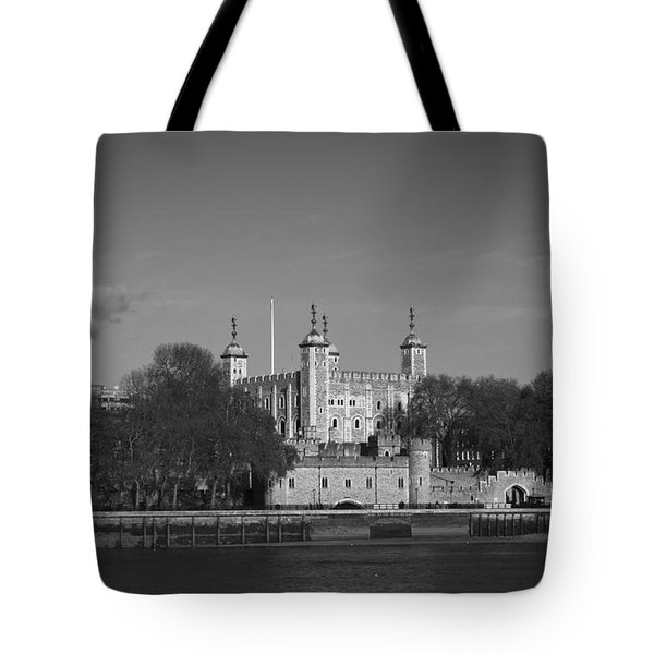 Tower Of London Riverside Tote Bag by Gary Eason