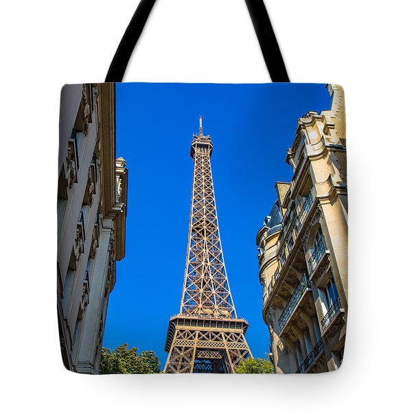 Tote Bag featuring the photograph Towering Landmark by Kim Wilson