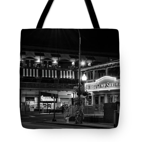 Traffic Light No 8 Gatlinburg In Black And White Tote Bag