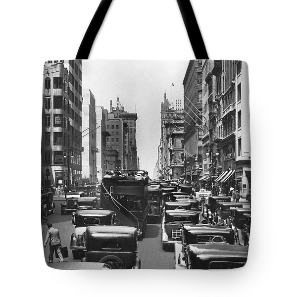Traffic On Fifth Avenue Tote Bag by Underwood Archives