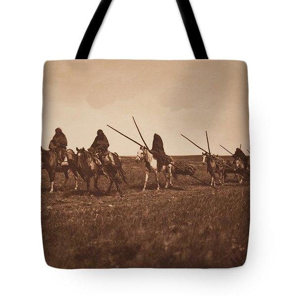 Travaux - Piegan , Native American By Edward Sheriff Curtis, 1868 - 1952 Tote Bag