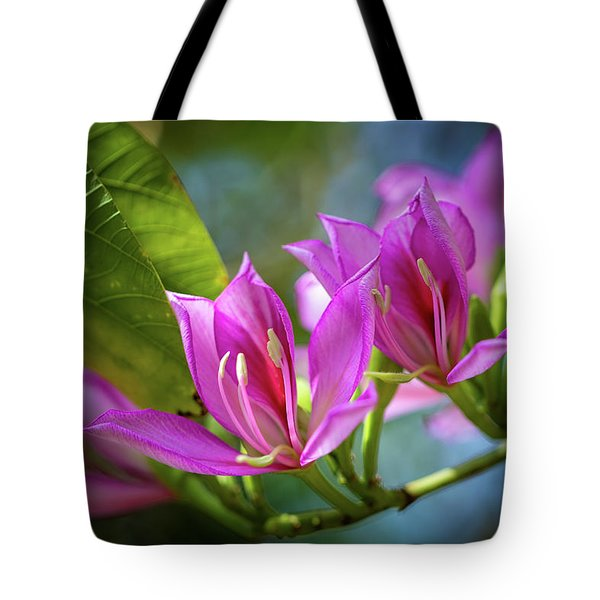 Tote Bag featuring the photograph Tropical Line Dance by Laura Roberts