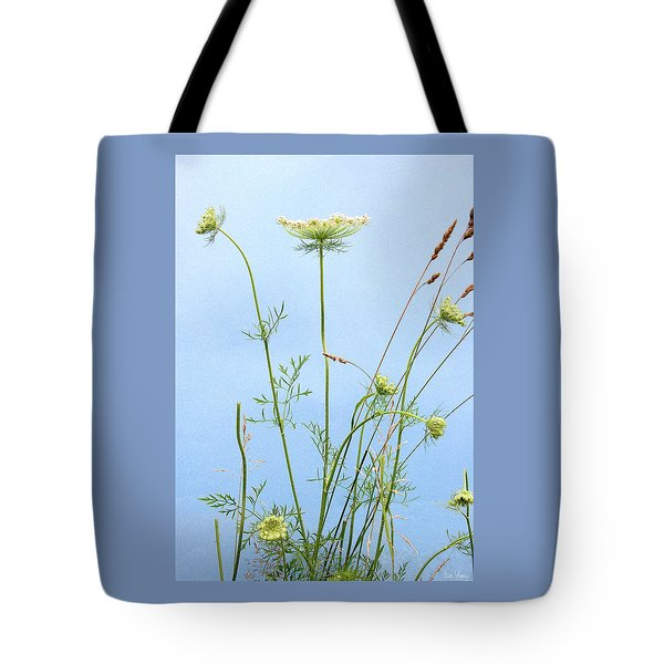 Tuft Of Queen Anne's Lace Tote Bag