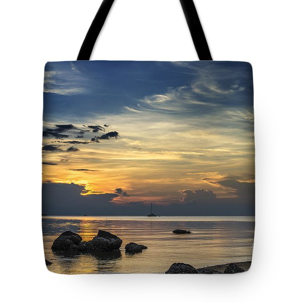 Turbulences Tote Bag