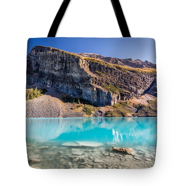 Turquoise Water Of The Scenic Lake Louise Tote Bag by Pierre Leclerc Photography