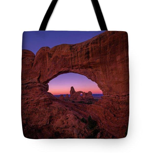 Turret Arche  Tote Bag