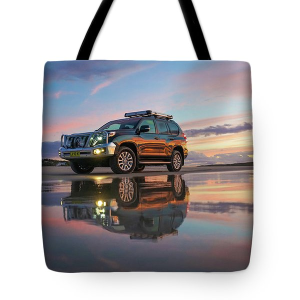 Twilight Beach Reflections And 4wd Car Tote Bag