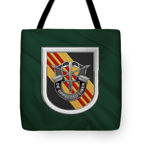 U. S.  Army 5th Special Forces Group Vietnam - 5 S F G  Beret Flash Over Green Beret Felt Tote Bag