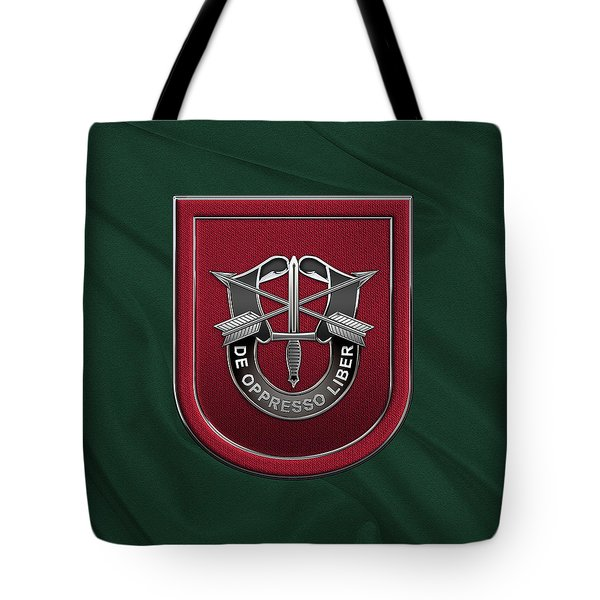 U. S.  Army 7th Special Forces Group - 7 S F G  Beret Flash Over Green Beret Felt Tote Bag