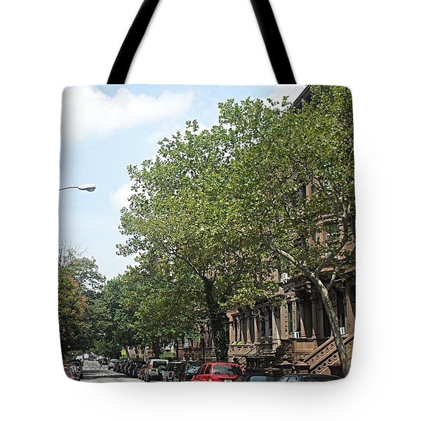 Tote Bag featuring the photograph Uptown Ny Street by Vannetta Ferguson