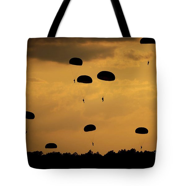 U.s. Army Soldiers Parachute Tote Bag by Stocktrek Images