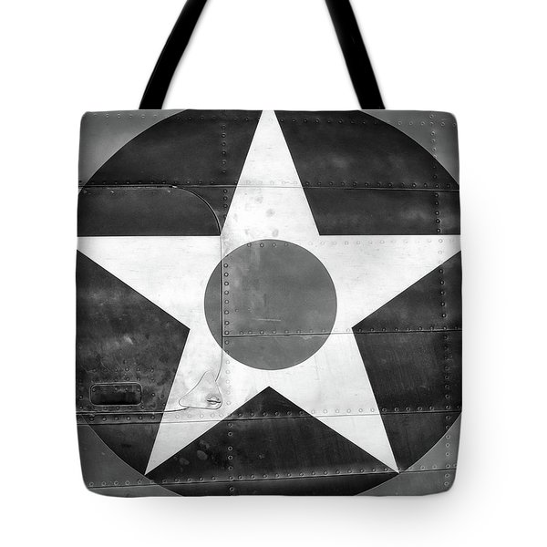 Us Roundel, In Black And White - 2017 Christopher Buff, Www.aviationbuff.com Tote Bag