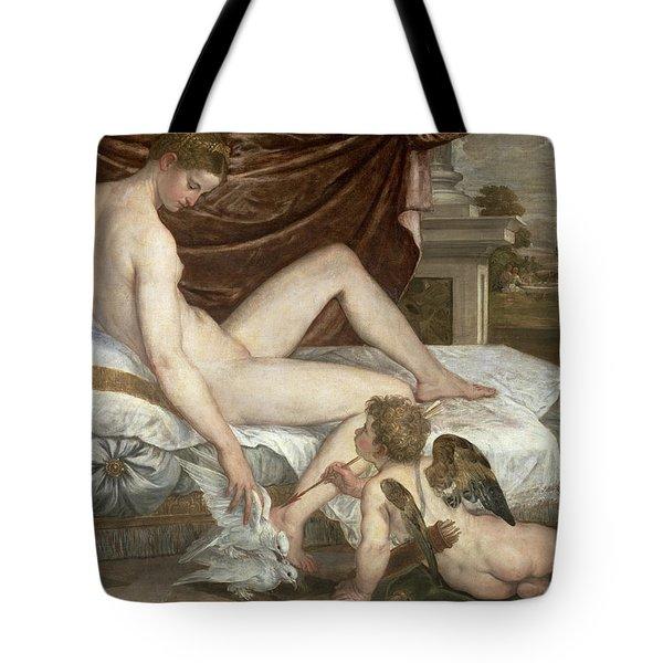 Venus And Cupid Tote Bag by Lambert Sustris