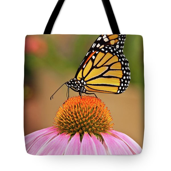 Monarch Butterfly On A Purple Coneflower Tote Bag