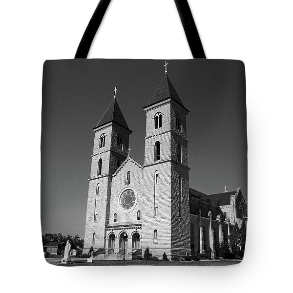 Victoria, Kansas - Cathedral Of The Plains 6 Bw Tote Bag by Frank Romeo