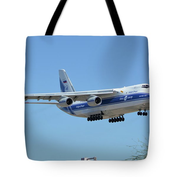 Tote Bag featuring the photograph Volga-dnepr An-124 Ra-82068 Landing Phoenix Sky Harbor June 15 2016 by Brian Lockett