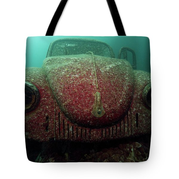 Tote Bag featuring the photograph Volkswagen Beetle by Rico Besserdich