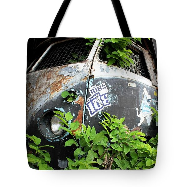 Tote Bag featuring the photograph Vw Van Wall by Nola Lee Kelsey