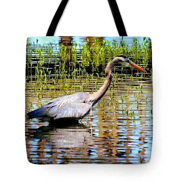Tote Bag featuring the photograph Waiting For Dinner by Lisa Wooten