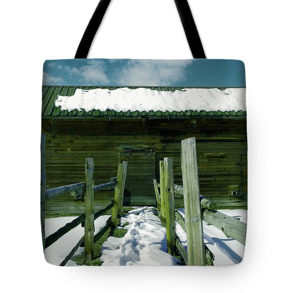 Tote Bag featuring the photograph Walkway To An Old Barn by Jeff Swan