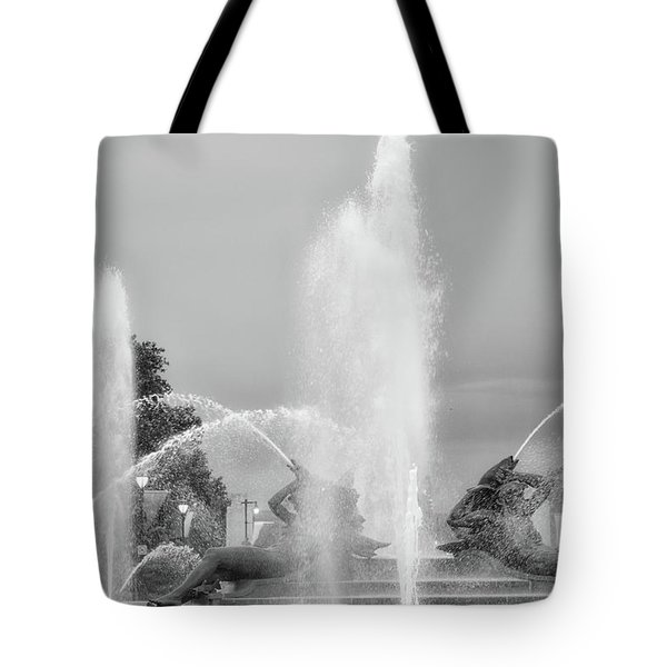 Water Spray - Swann Fountain - Philadelphia In Black And White Tote Bag by Bill Cannon