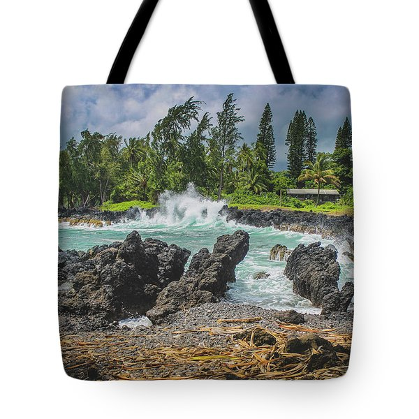 Waves Crashing Kawee Point Tote Bag