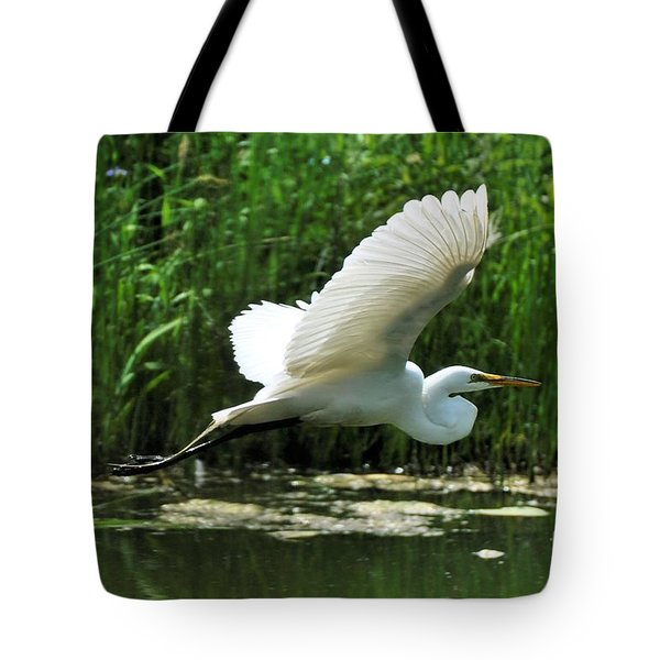 White Egret In Flight Tote Bag