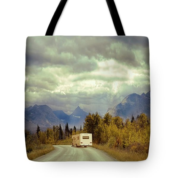 White Rv In Montana Tote Bag by Jill Battaglia