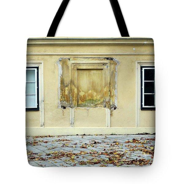 Wiener Wohnhaus Tote Bag
