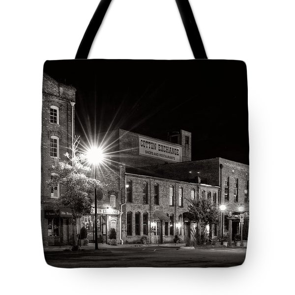 Wilmington Cotton Exchange At Night In Black And White Tote Bag