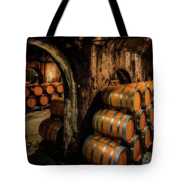 Wine Barrels At Stone Hill Winery_7r2_dsc0318_16-08-18 Tote Bag